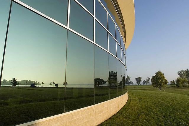 Film pour fenêtre intégré dans les normes de construction américaine