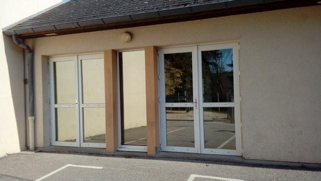 Plan vigipirate/PPMS : pose de film sur fenêtre école de Criel sur mer